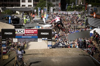 20170426 DHI WC 2016 Aaron Gwin by Victor Lucas 1